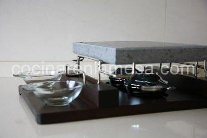 Piedra Volcanica Natural 29x21x3cm para asar con soporte en inox y base de madera con quemadores