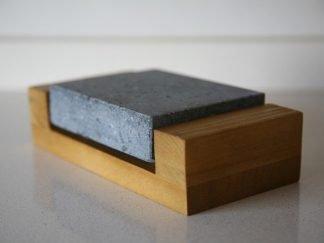 Piedra para asar volcánica 12x10x3 con base de madera