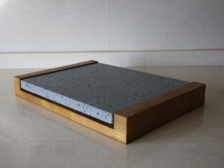 Piedra para asar volcánica 30x25x2 con base de madera