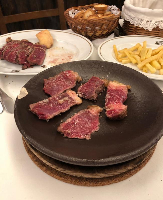 carne a la piedra en madrid meson txistu 06 650x800 - Restaurante Mesón Txistu | carne a la piedra en Madrid