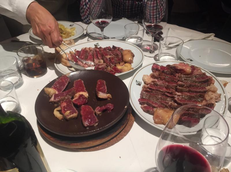 carne a la piedra en madrid meson txistu 10 800x597 - Restaurante Mesón Txistu | carne a la piedra en Madrid