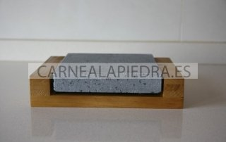 piedra-para-asar-volcanica-20x20x3-con-base-de-madera